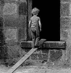 Play in a derelict Glasgow tenement. Nick Hedges. 1971 © Shelter Scotland