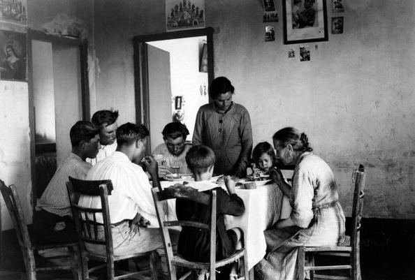 Italian family circa 1940 © unknown