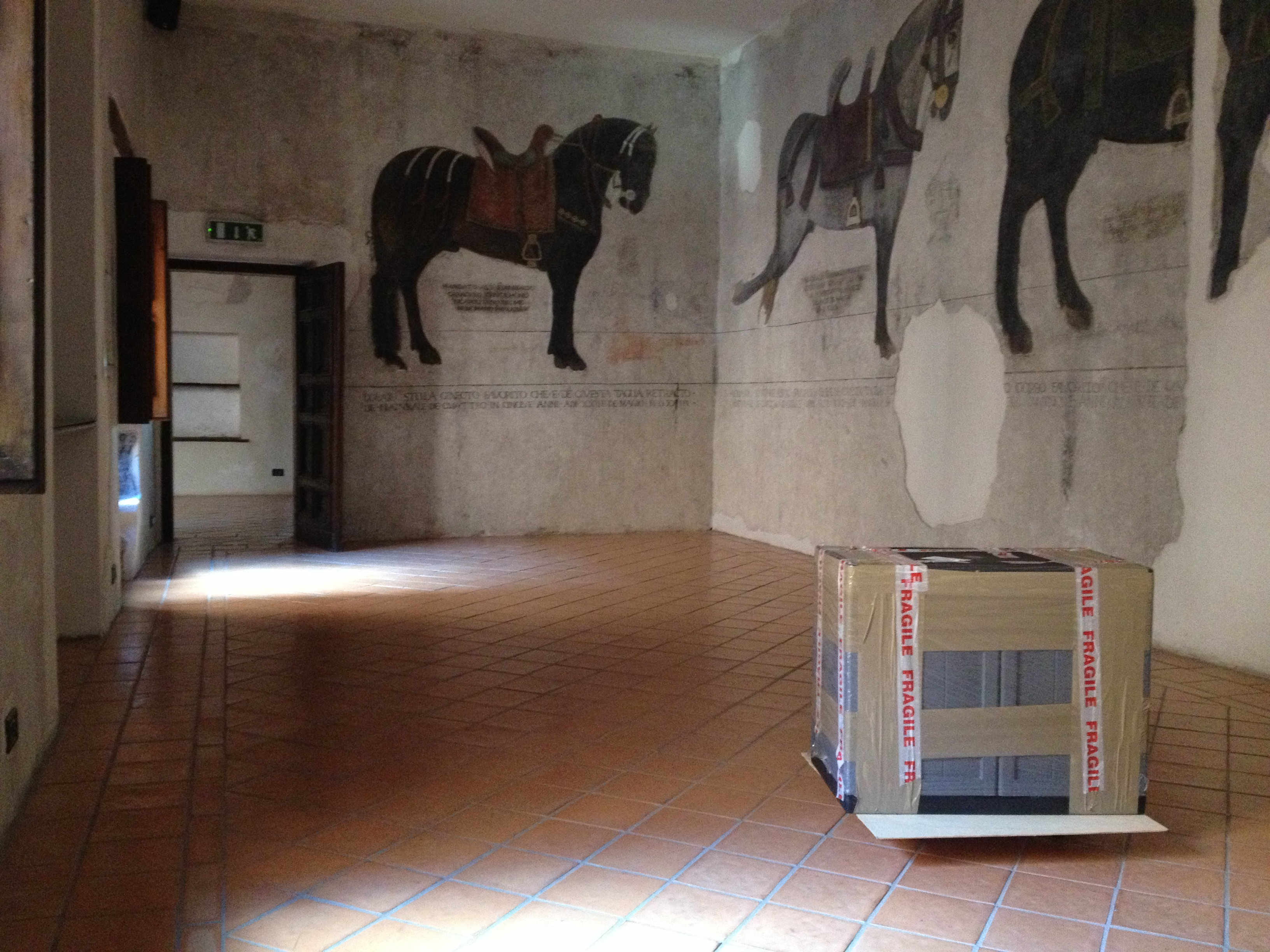 Cultural Documents' crates of works by artist Elaine Shemilt being delivered to the Museo Nazionale del Molise a Castello Pandone, Venafro in Italy © Cultural Documents