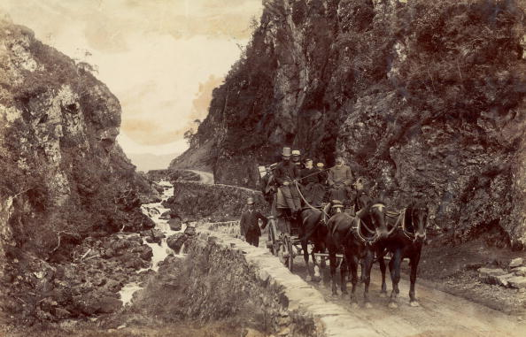A coach and passengers on the Pass of Melfort, Oban, Scotland, circa 1885. (Photo by James Valentine/Hulton Archive/Getty Images)